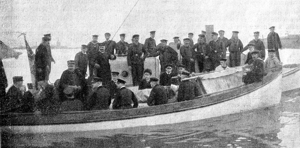 Arrivo della scialuppa di salvataggio della Celtic a Messina